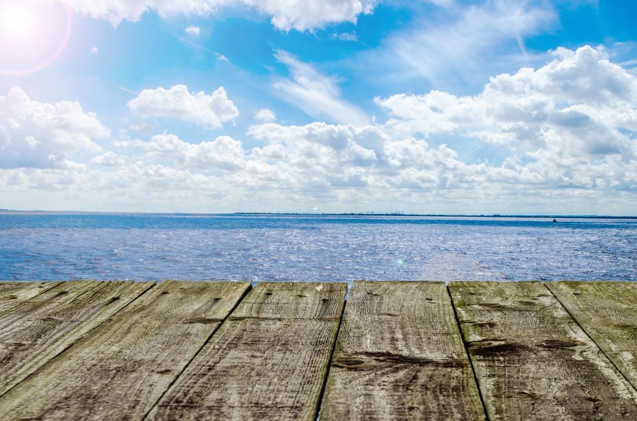 sea-and-wooden-platform